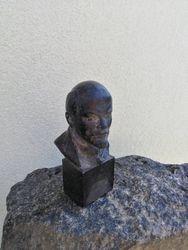 Akmeninis Lenino biustas. Kaina 28