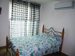 Dormitorio 2 con a/c, cama de 2 plazas y balcon