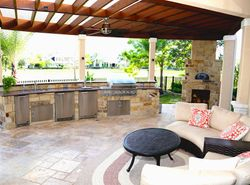 Luxurious Outdoor Kitchen