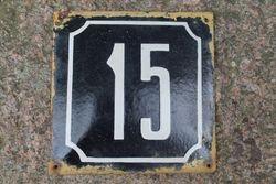 Antikvarinis emaliuotas skardinis namo numeris. Kaina 18 Eur.