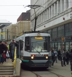 T68 #2005 and a flurry of passengers at Market Street