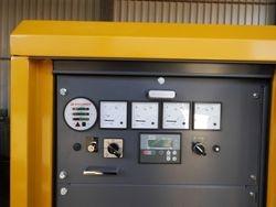 Stromgenerator Atlas Copco QAS 100 Kontrollgeraet links