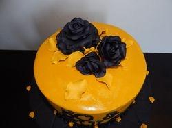 Black roses cake