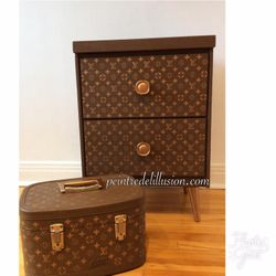 Meuble et valise peinte