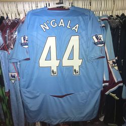 Bonds N`Gala squad issued 2008/09 away shirt.