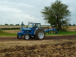 Classic FORD 7000 ploughing