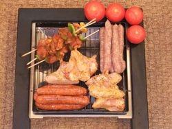 Brochettes, petites saucisses, merguez