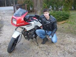 Motoskolas absolvents Tims