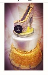 silver  and gold cake wtih edible shoe