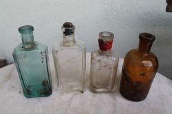 Prieskariniai vaistines buteliukai po 100 ml. 4 vnt. Kaina po 5 Eur.