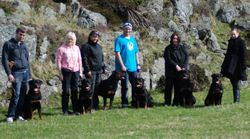 Raymond med Leo, Miriam med Nikita, Kjersti med Diezel, Alexander med Siri, Meg med Junior & Eline med Sheeba