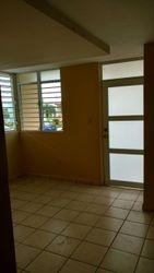 Remodelada, tres cuartos, dos baño, laundry interior y área de almacenaje