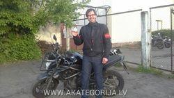 Girts ar motocikla tiesibam