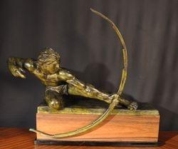 Vue de face de la sculture en bronze d Alexandre Kelety