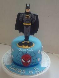 Super Heroes cake 1 (B049)