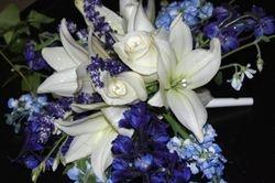 Bouquet -- Romantic w/Glitter & Diamond Pins