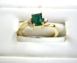 Anillo en oro con esmeralda - Emerald gold ring