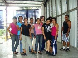 Jovenes de un grupo de baile