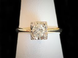 Diamond and yellow gold ring