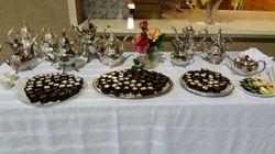 Tea pots and desserts