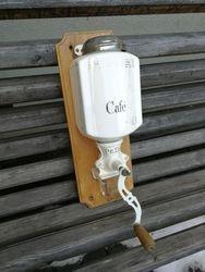 Antikvarine kavamale. Kaina 72