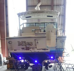 42 ft Tiara w/ underwater dual-color LED lighting