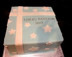 Giftbox baptism cake