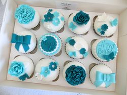 Turquoise and white vintage cupcakes