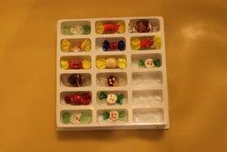 Stikliniai papuosimai-saldainiukai. Kaina po 0,5 Eur.