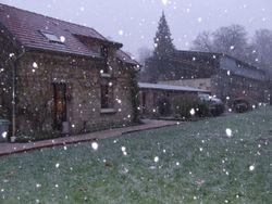 il neige sur notre campagne