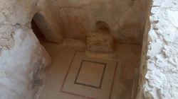 """Origianl mosaics in Herod's """"hideaway"""" at Masada"""