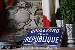 #23/058 Rare Find Enamel Blvd Republique