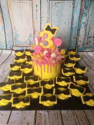 Emma Wiggle & Bow Cupcakes