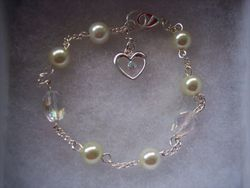 Crystal and glass pearl with heart dangle bracelet