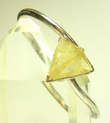 09-00124c Rutilated Quartz Triangle Sterling Circlet Bracelet