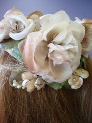 Vintage Fascinator Creme/Pinkish Flowers Close Up