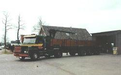 Scania T 142 met Floor oplegger en HuGé kraan