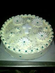 Blackforest wedding cake with daisies