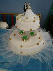 2 tier wedding cake with frill