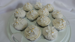Matching orchid cupcakes for wedding cake