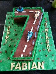 Nr 7 themed cake with racing car fondant