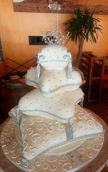 Pillow wedding cake 4 Tier