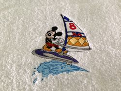 Mickey surft