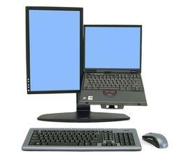 Combinacion de pantalla y laptop en un solo soporte ergotron Neoflex