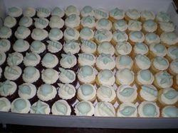 cupcakes w/ white chocolate seashells