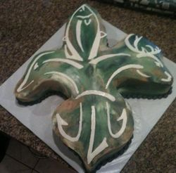 Louisianna Huntsman Fleur de lis cake
