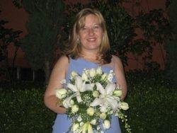 Jennifer catches her Last bouquet