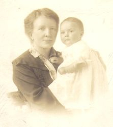 Ellen Baron with granddaughter Peggy