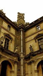 Musee Louve Outside