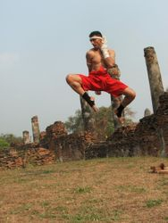 ATTACK WITH KAO LOY- FLYING KNEE IN AYUTHAYA
